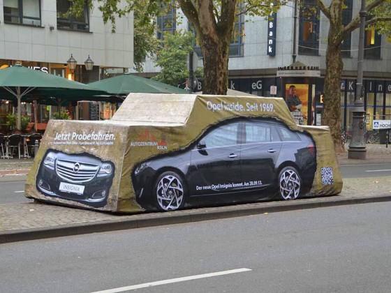 Guerillamarketing-Aktion für Opel. Verhüllung eines Kunstwerks