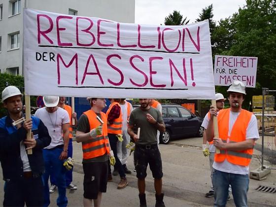 Rebellion der Massen – Guerillaaktion auf Baustellen, getarnt als Demo